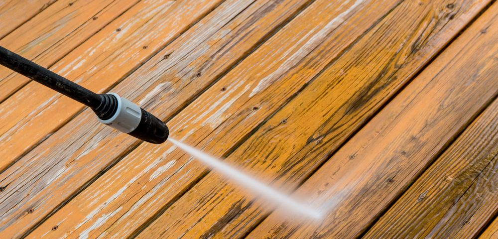 Wooden deck floor cleaning with high pressure water jet